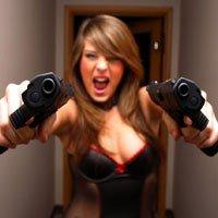 Lindas Mulheres com Armas de Fogo