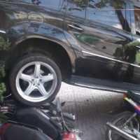 Motorista se Atrapalha com Marcha-Ré e Atropela Motocicletas