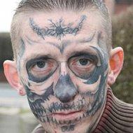 Homem Tatua Caveira no Rosto e Horroriza Noiva